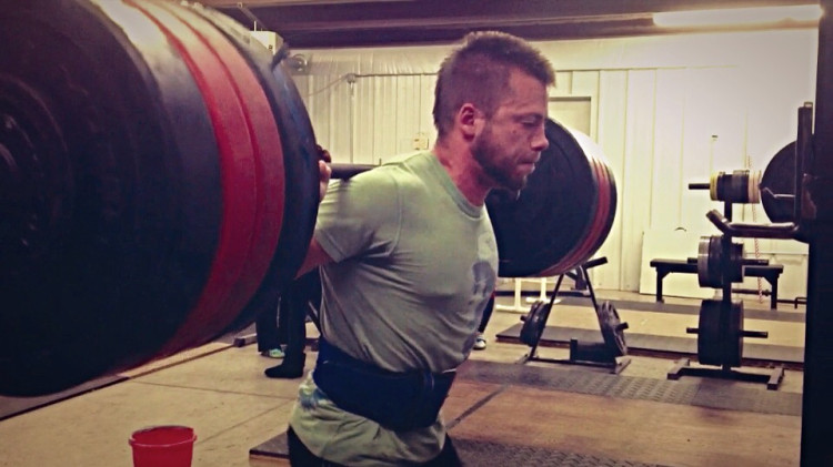 Hollow-Body-Squat-Weightlifting-Academy