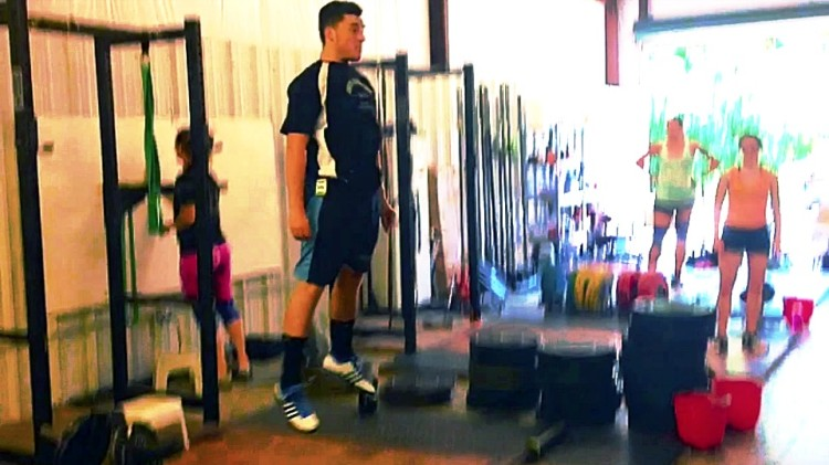 Jackknife-jump-stomp-Arron-Weightlifting-Academy